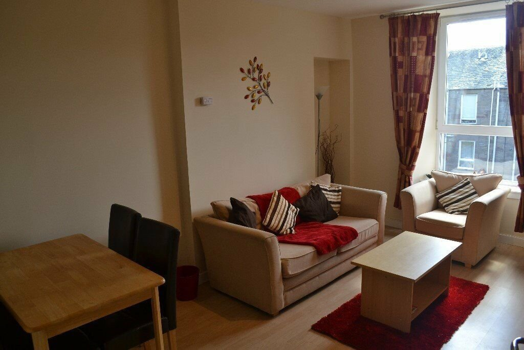 Best Lovely Two Bedroom Flat For Rent In Pitfour Street Dundee With Pictures