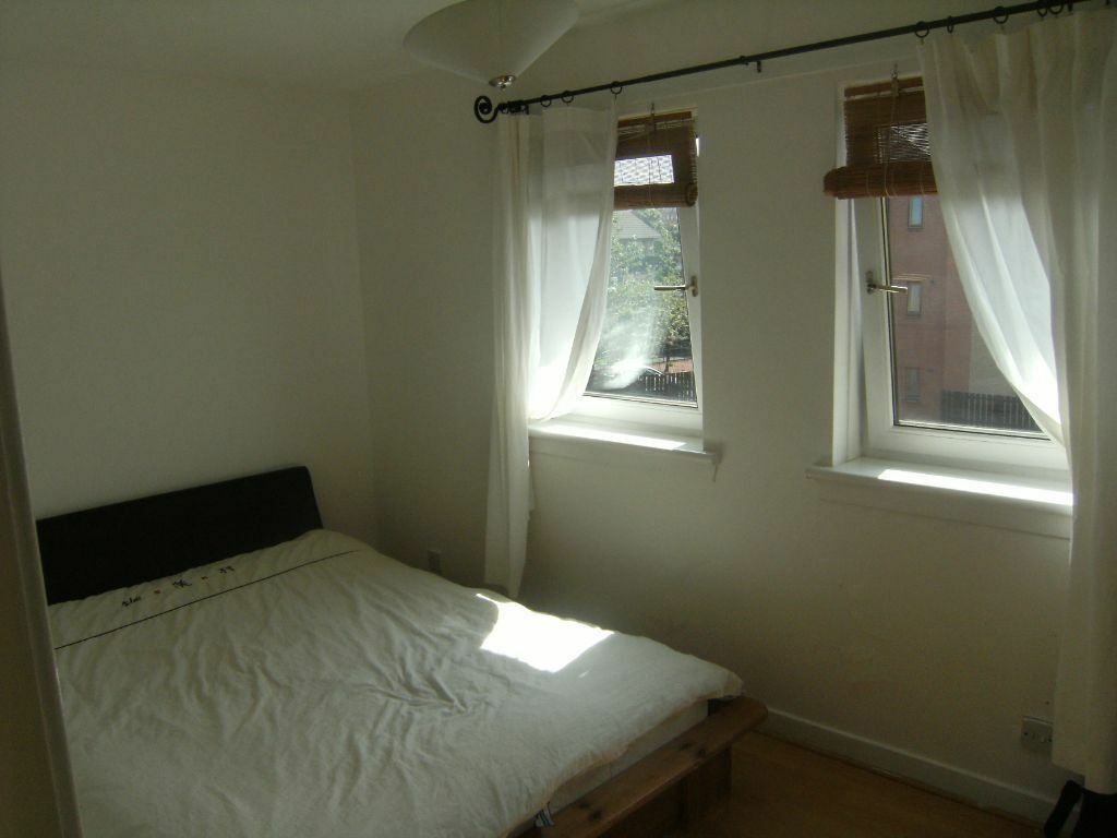 Best 1 Bedroom Flat For Rent £425Pcm Burnhill Quadrant With Pictures