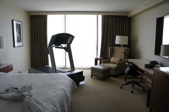 Best Fitness Bedroom With Dynamic Dumb Bells And Exercise Ball With Pictures