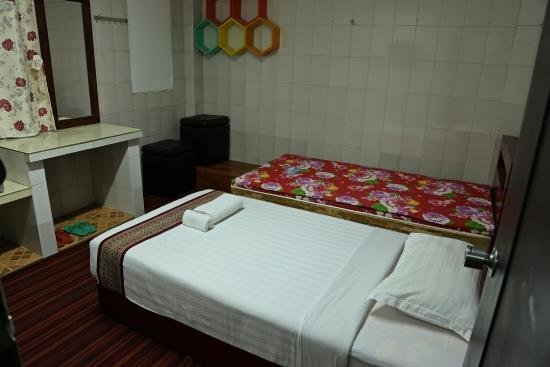 Best Bedroom First Night Picture Of Agga Youth Hotel Yangon With Pictures