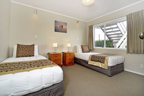 Best 2 Bedroom Apartment Includes A Queen Size Bed In One With Pictures
