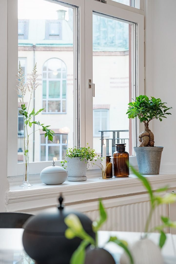 Best De Höga Fönstren Ger Fin Kontakt Med Himlen Interior Pinterest Window Sill Window Sill With Pictures