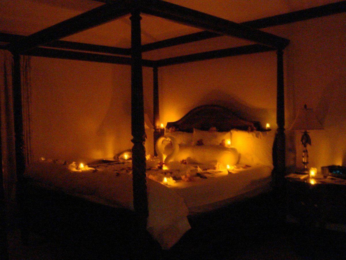 Best Romantic Candle Lighting By Bed Warm And Romantic With Pictures