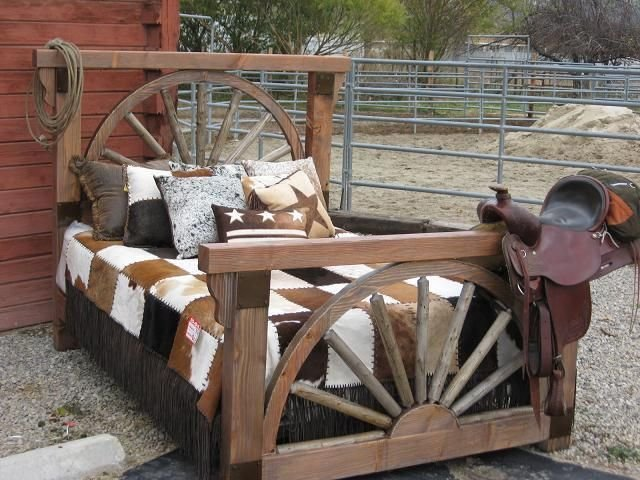 Best Western Rustic Bedroom Rustic Barnwood Wagon Wheel With Pictures