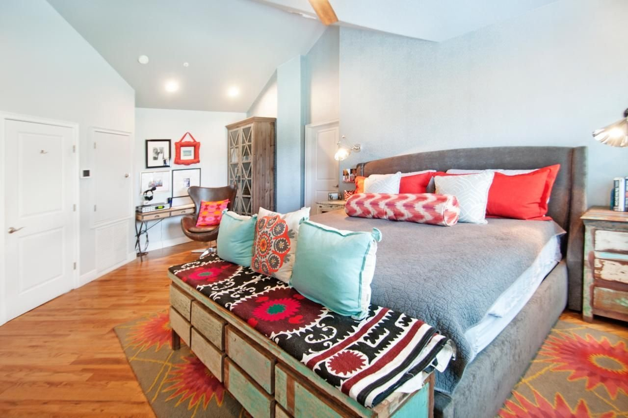 Best Aqua And Coral Accents Make A Bold Colorful Statement In With Pictures