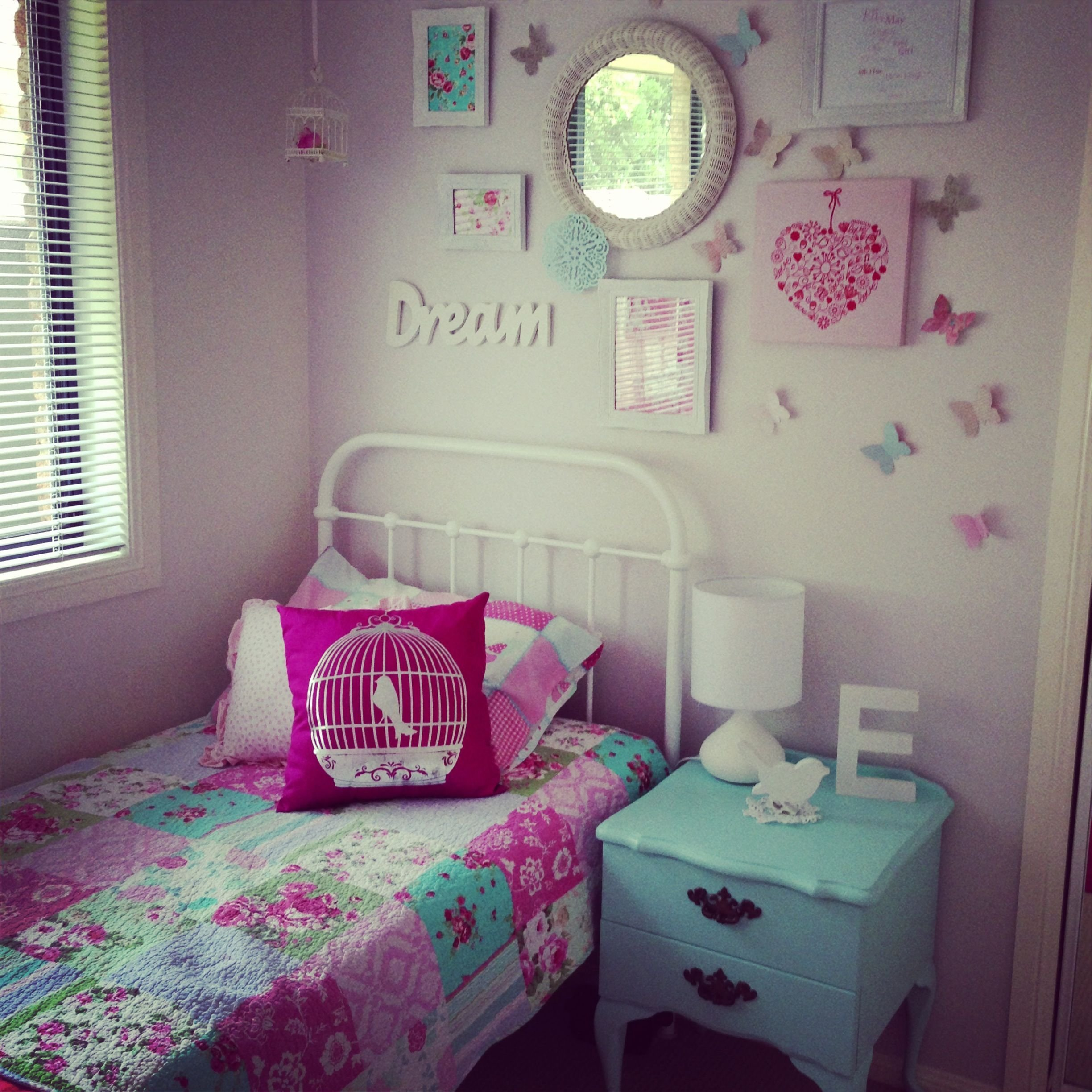 Best Little Girls Room Decor I Like The Wall Behind The Bed With Pictures