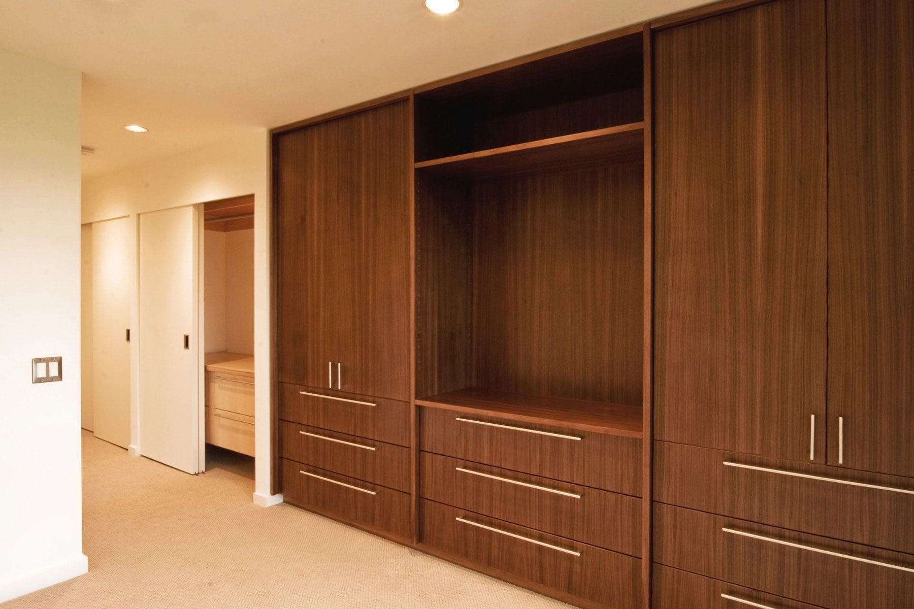 Best Drawers With Doors Above Similar To The Look Of The With Pictures