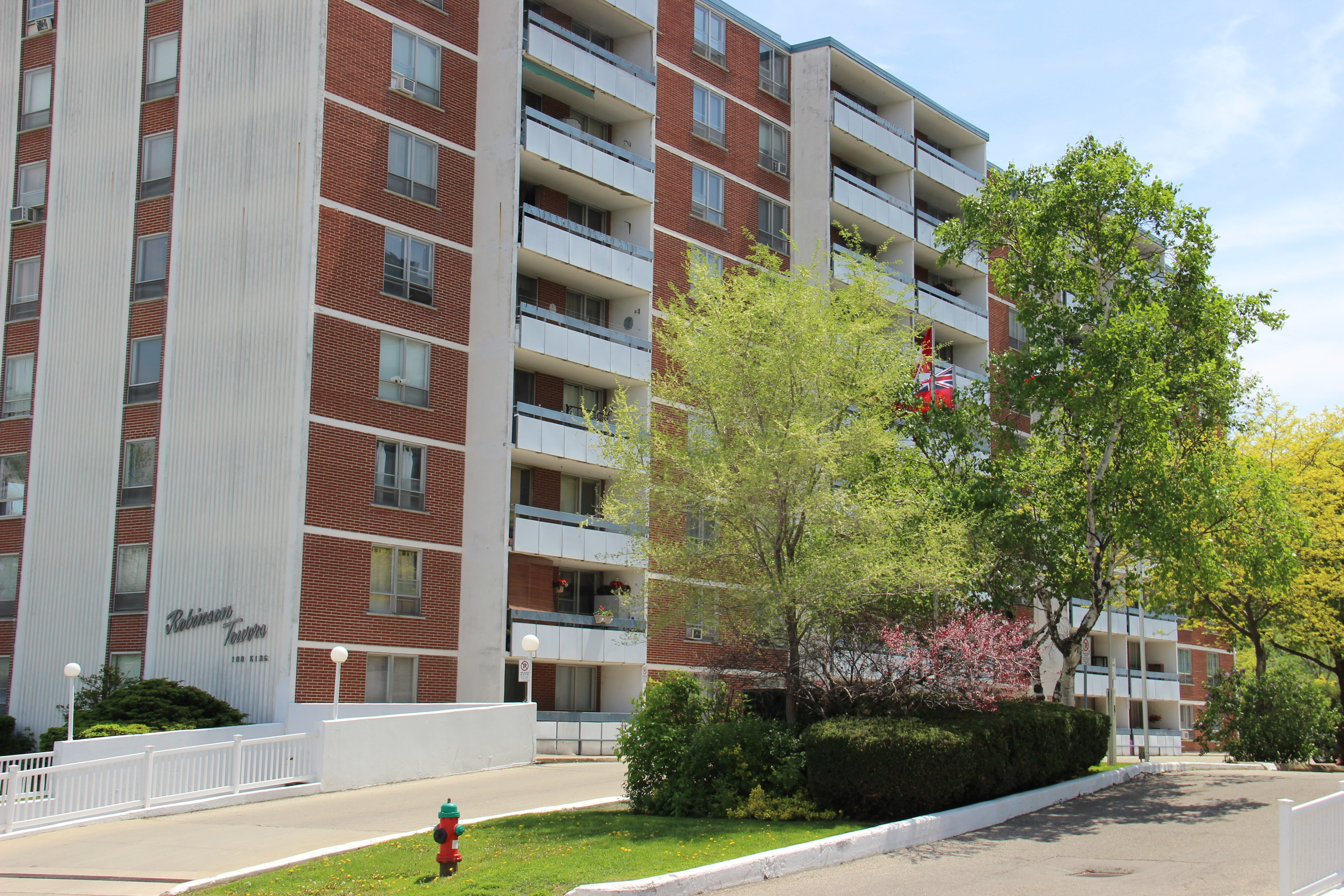 Best Robinson Towers Apartments 100 King St E Stoney Creek With Pictures