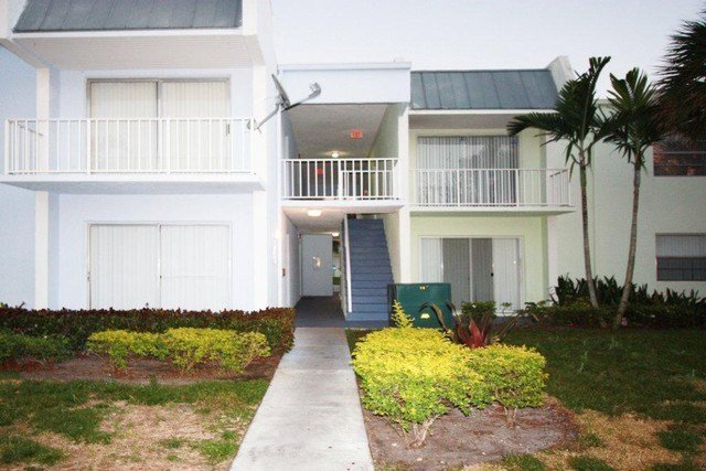 Best 405 Executive Center Dr West Palm Beach Fl 33401 2 Bedroom Apartment For Rent Padmapper With Pictures