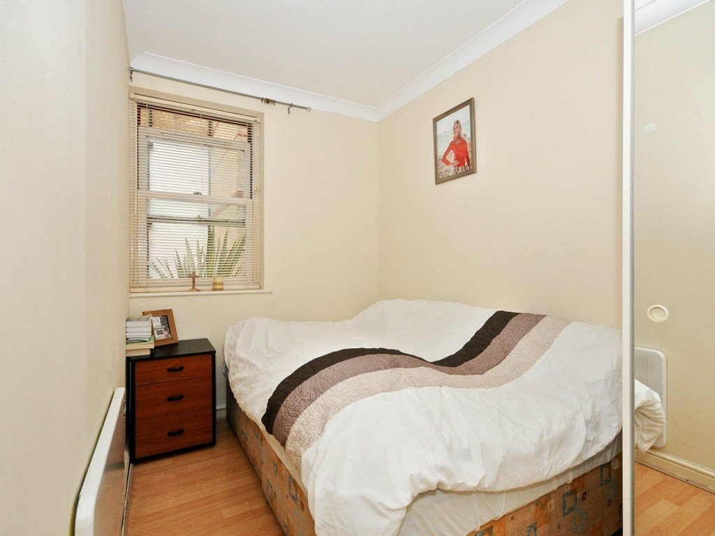 Best Buy A 2 Bedroom Flat In Tideway Court Rotherhithe Street Se16 London With Pictures