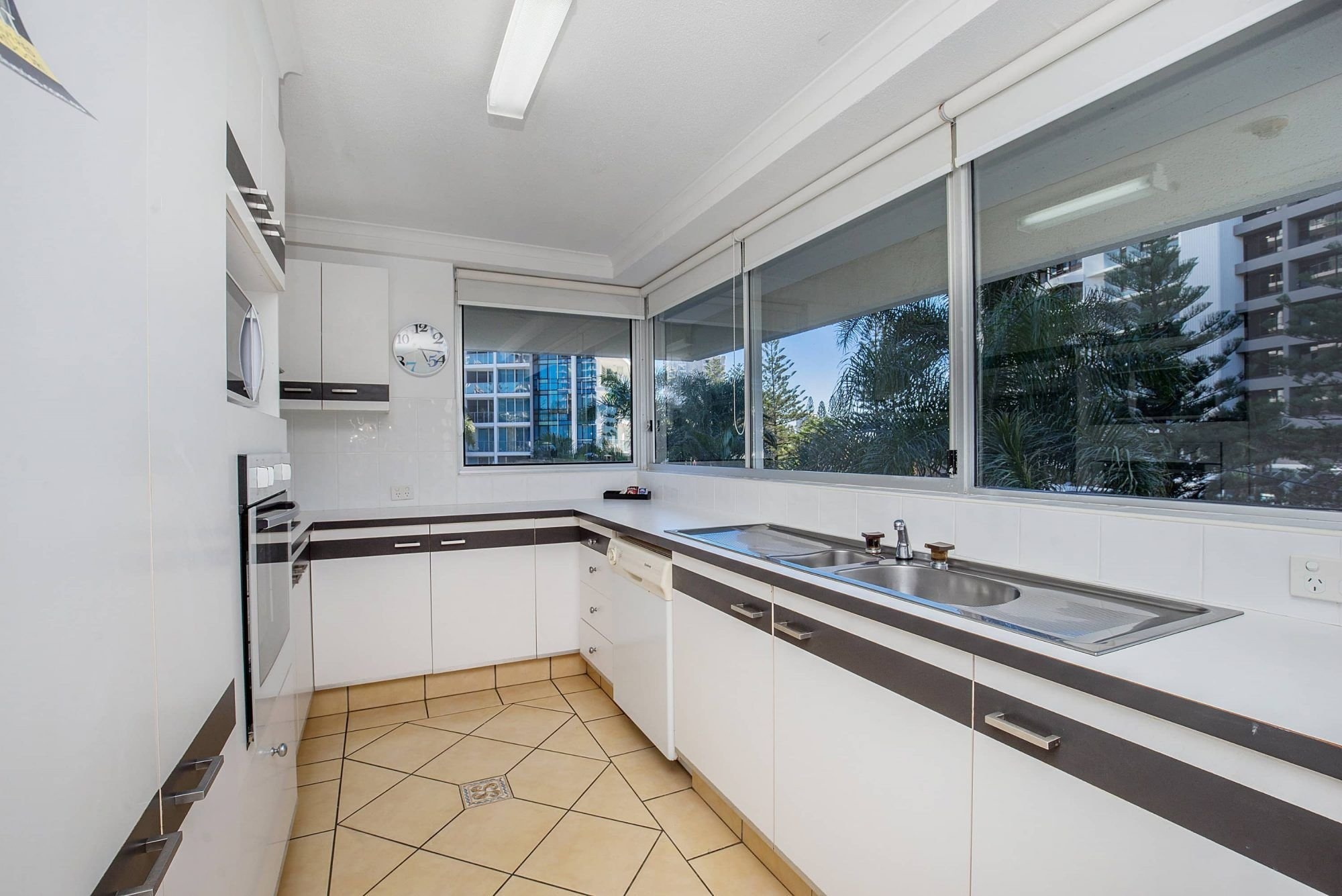 Best Two Bedroom Apartments In Surfers Paradise Baronnet With Pictures