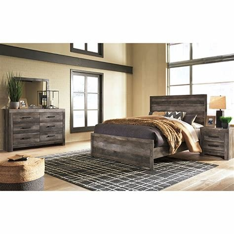 Best Rent Signature Design By Ashley Wynnlow 5 Piece Queen Bedroom Set With Pictures