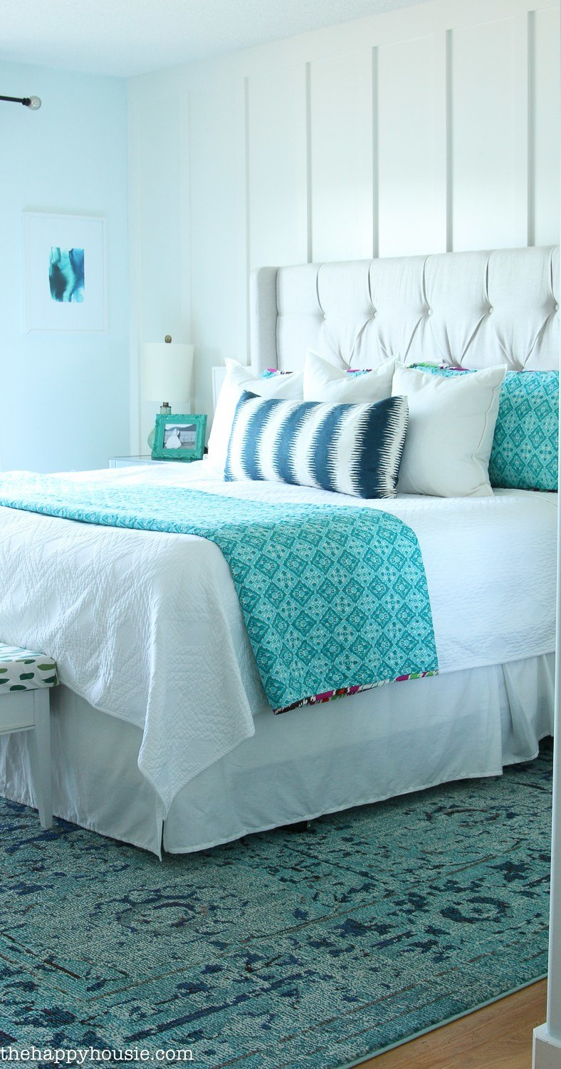 Best How To Decorate Your Master Bedroom On A Budget The Happy Housie With Pictures