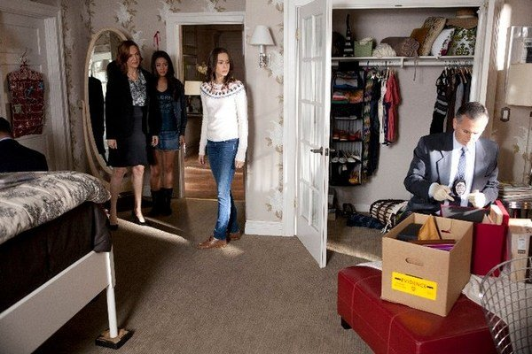 Best Pretty Little Liars Room Style Get Spencer's Classy Bedroom With Pictures