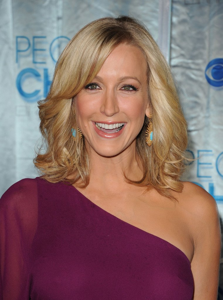 Free Lara Spencer In 2011 People S Choice Awards Arrivals Wallpaper