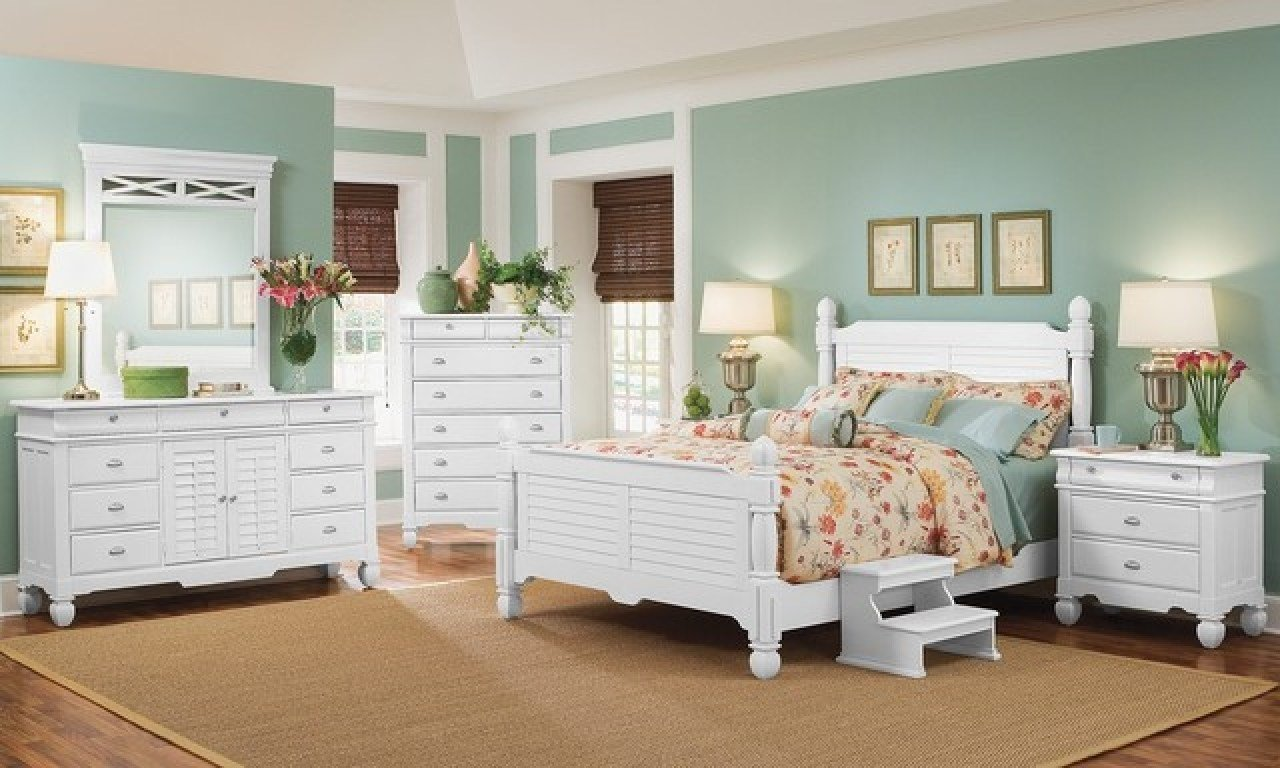 Best Beachy Living Rooms Navy Blue And White Bedroom Beach Style White Bedroom Furniture Bedroom With Pictures