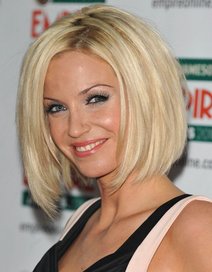Free Sarah Harding Bob Haircut With Sides That Fall Under The Wallpaper