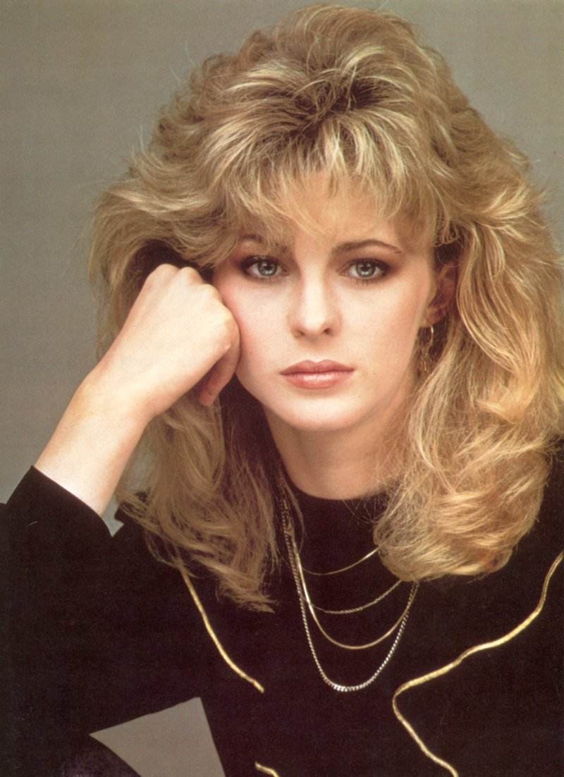 Free Romantic Long 1980S Hairstyle With Layers Around The Bangs Wallpaper