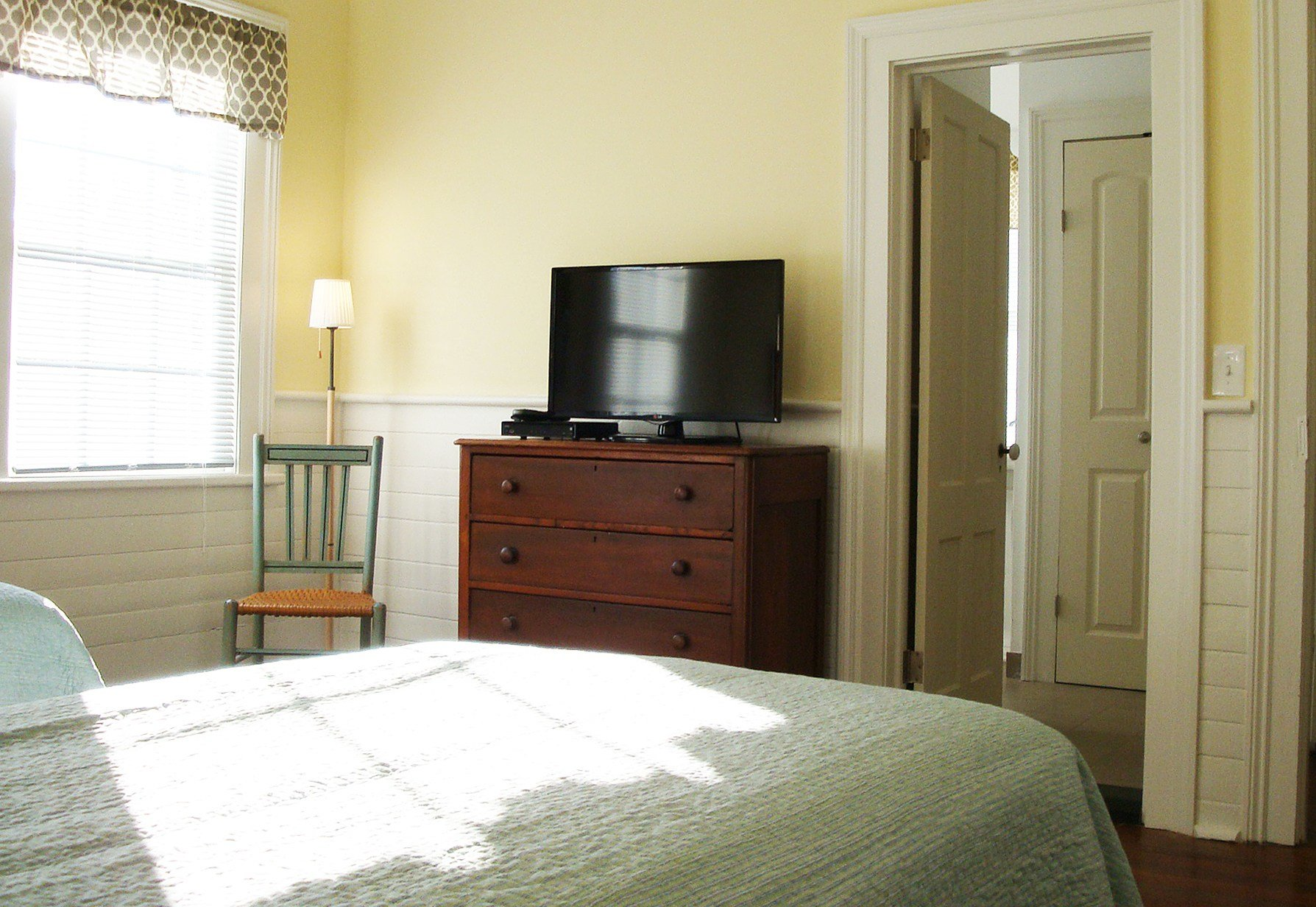 Best 32 Inch Tv Bedroom Creepingthyme Info With Pictures