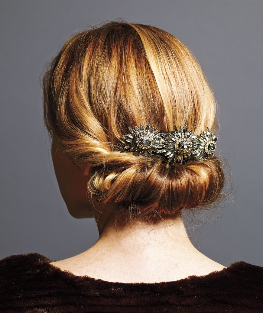 Free Holiday Hairstyles That Are Downright Stunning—And Wallpaper