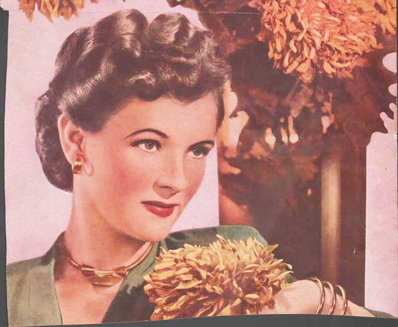 Free 1940 S Hairstyles – The Sidesweep Craze – 1945 Glamourdaze Wallpaper