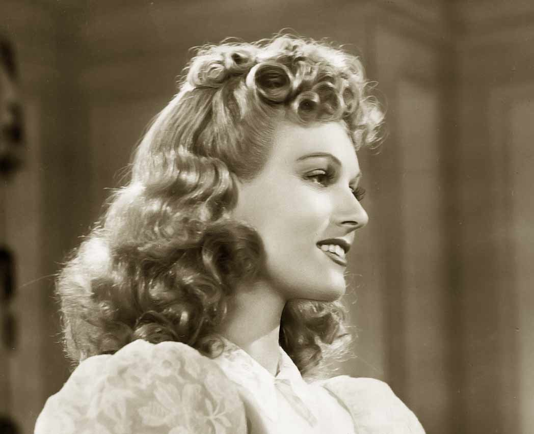 Free 1940S Hairstyle – Copy The Top Hairdos Of 1941 Glamourdaze Wallpaper