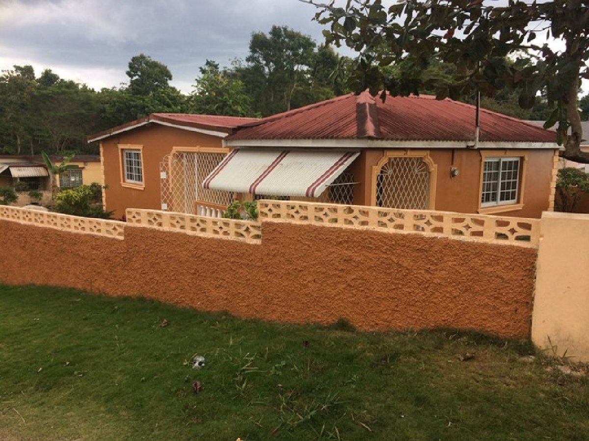 Best 2 Bedroom 2 Bathroom House For Rent In Mandeville Manchester Jamaica For 35 000 With Pictures