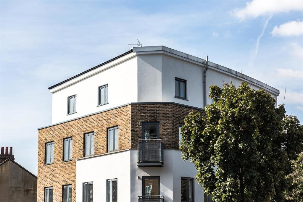 Best 2 Bedroom Apartment To Rent In High Street Plaistow With Pictures
