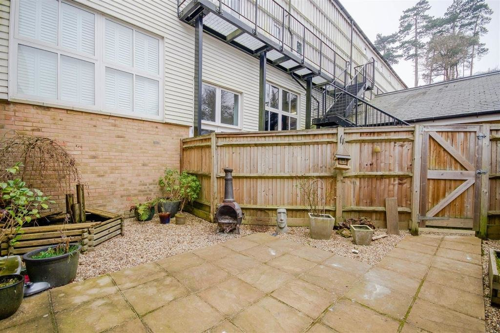Best 2 Bedroom Terraced House To Rent In Hayle Mill Road With Pictures
