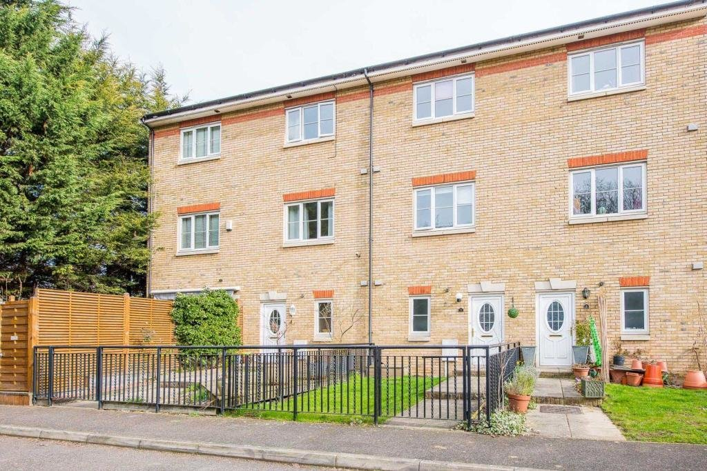Best 3 Bedroom Terraced House To Rent In Waterside Gate St With Pictures