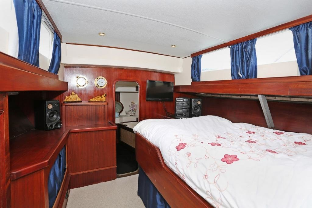 Best 2 Bedroom House Boat For Sale In Port Medway Marina With Pictures