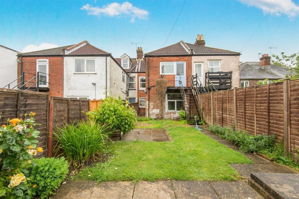 Best 3 Bedroom Flat For Sale In Silverdale Road Southampton So15 With Pictures