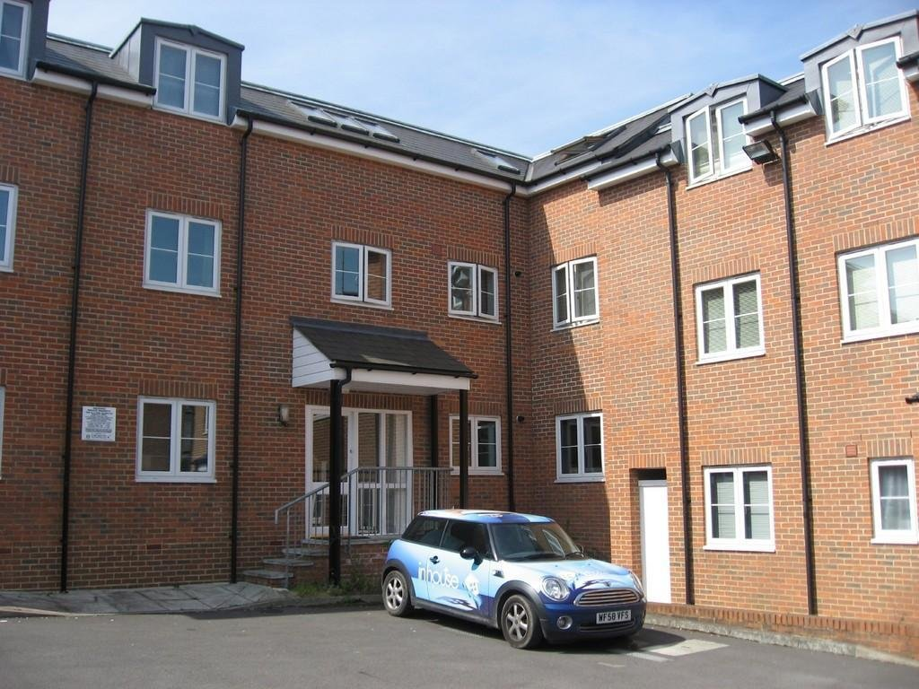 Best 2 Bedroom Apartment To Rent In Fosseway Court Swindon Sn1 With Pictures