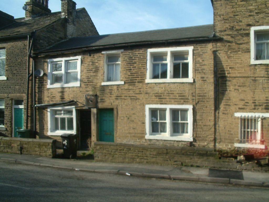 Best 2 Bedroom House To Rent In Varley Street Pudsey Leeds Ls28 With Pictures