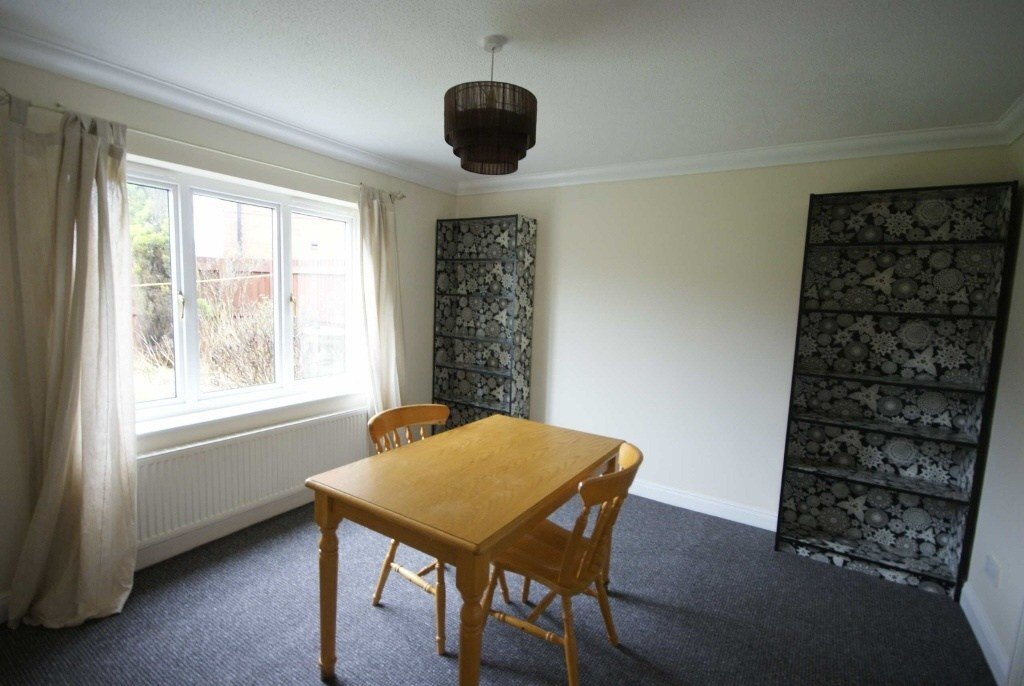 Best 4 Bedroom Detached House To Rent In Caterham Avenue With Pictures