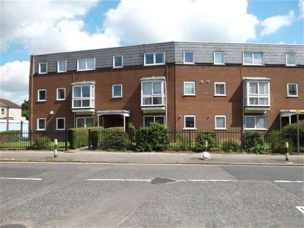 Best 2 Bedroom Flat To Rent In Station Road Romford Essex Rm2 With Pictures
