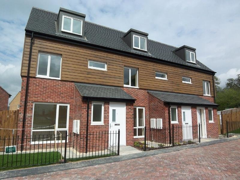 Best 3 Bedroom House To Rent In 33 Ironwood View Seacroft With Pictures