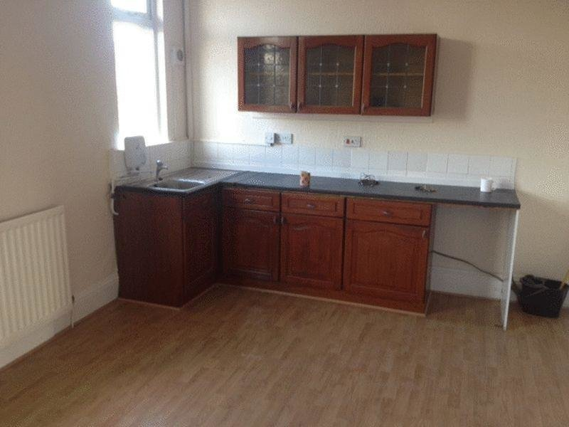 Best 1 Bedroom Apartment To Rent In No Deposit Dss Accepted Low Set Up Cost 100P W B73 With Pictures