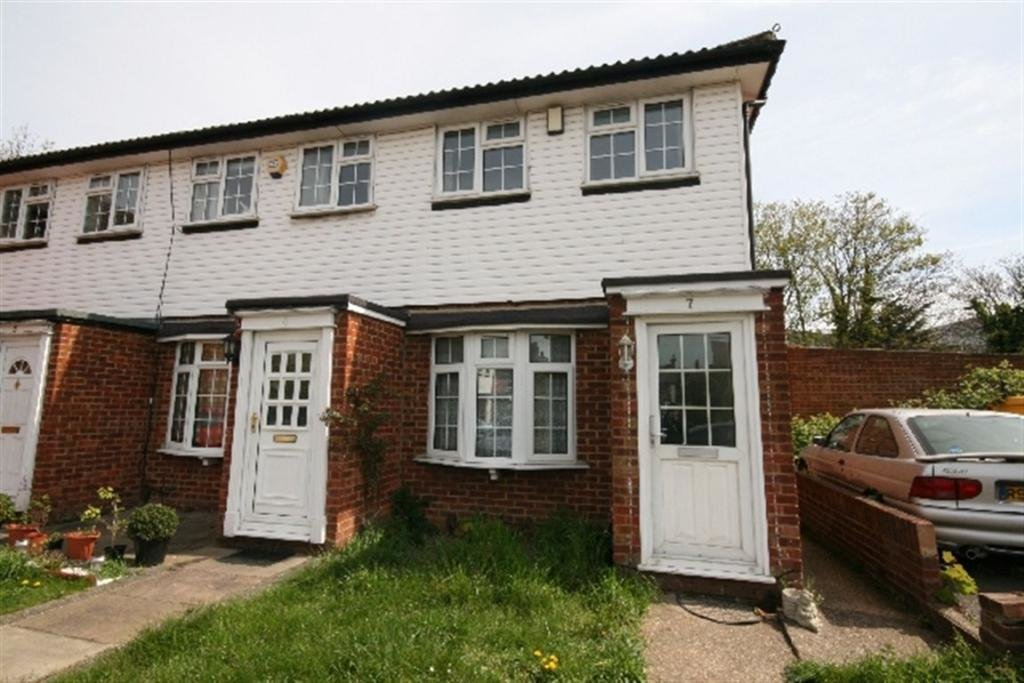 Best 2 Bedroom End Of Terrace House To Rent In Woodhouse Close With Pictures