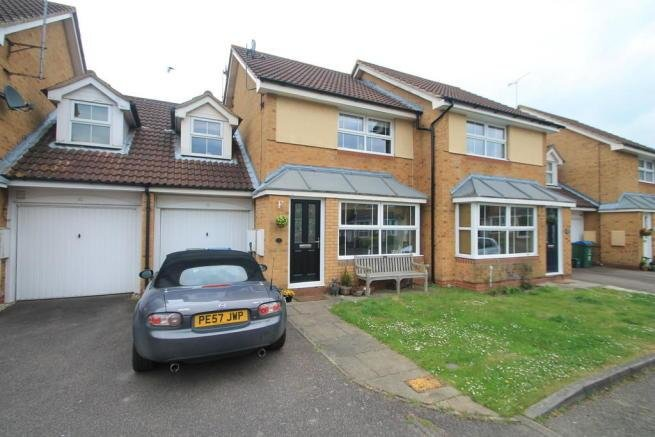 Best 3 Bedroom Terraced House For Sale In Watermead Aylesbury With Pictures