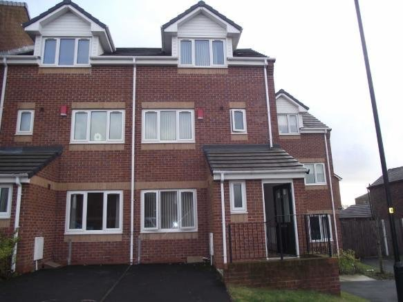 Best 3 Bedroom Town House To Rent In Stoneclough Mews Coldhurst With Pictures