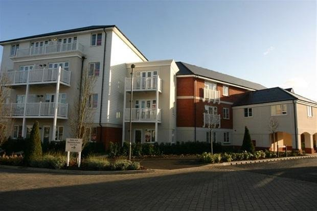 Best 2 Bedroom Flat To Rent In York House Chequers Avenue High Wycombe Hp11 With Pictures