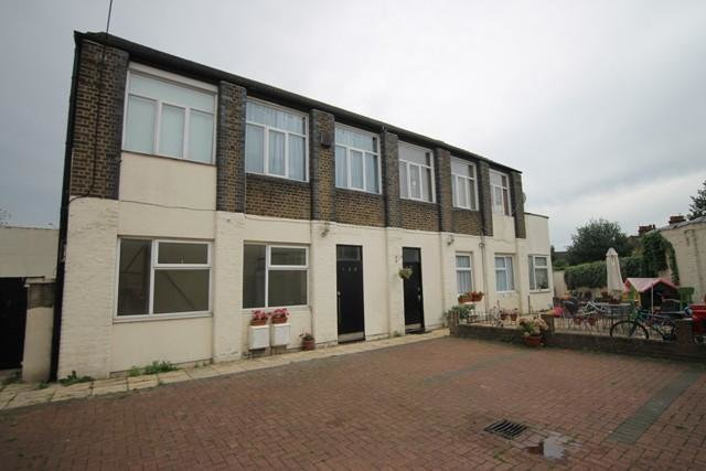 Best 2 Bedroom Flat To Rent In Gosport House 145 Gosport Road With Pictures