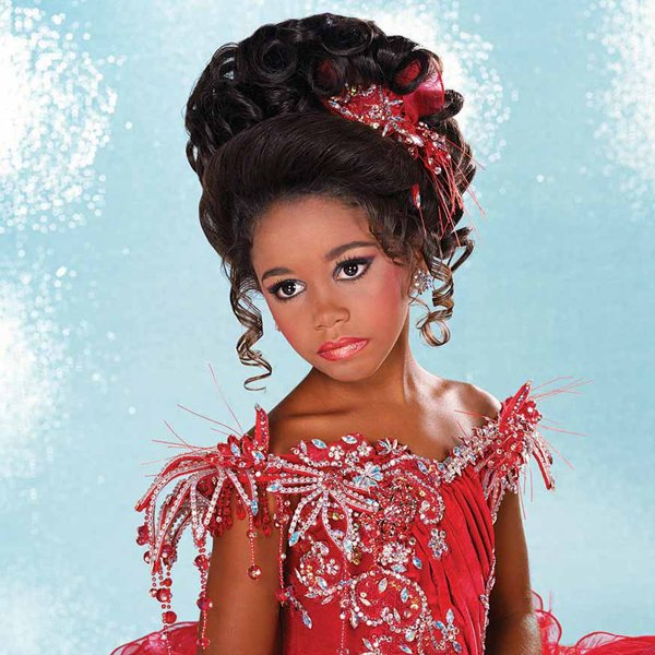 Free High Glitz The Extravagant World Of Child Beauty Pageants Wallpaper