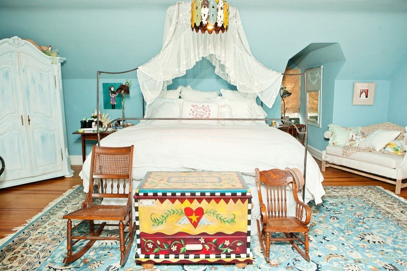 Best Tour Fashion Blogger Julia Frakes S Bedroom T**N Vogue With Pictures