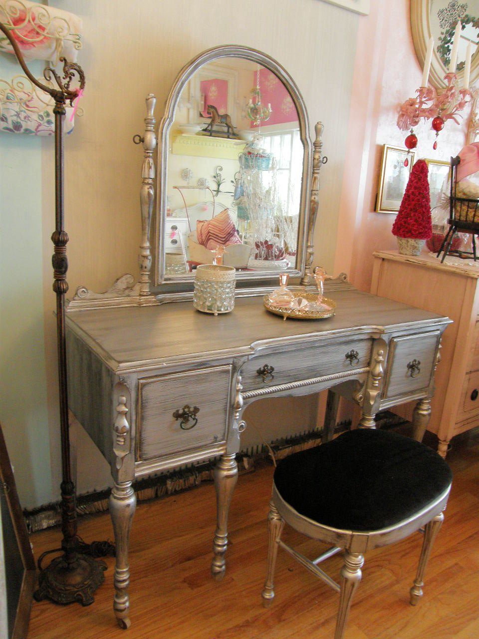 Best Vintage Chic Furniture Schenectady Ny January 2011 With Pictures