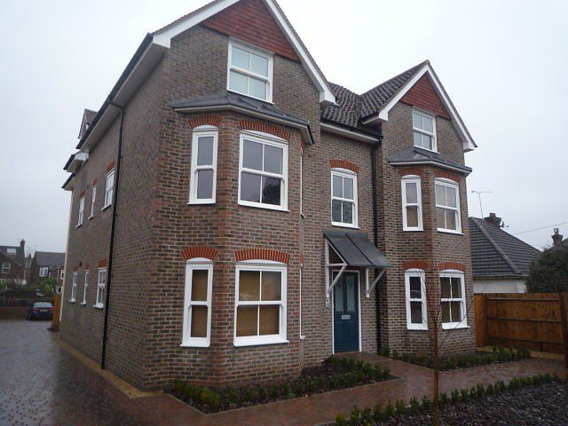 Best 2 Bedroom Flat To Rent In Sydney Road Haywards Heath Rh16 With Pictures