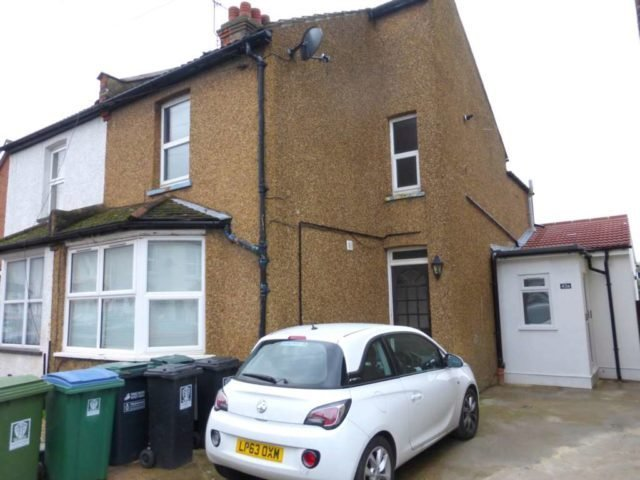 Best 1 Bedroom Flat For Sale In Cardiff Road Watford Wd18 With Pictures