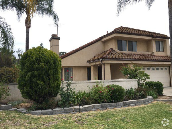 Best House In Pomona 3 Bed 2 1 2 Bath 2200 With Pictures