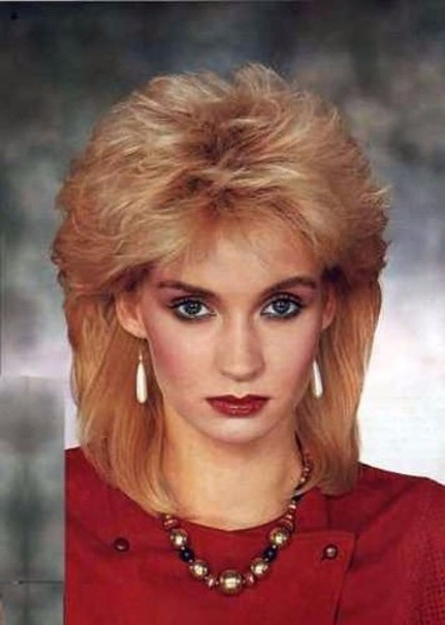 Free 1980S The Period Of Women Rock Hairstyle Boom Wallpaper